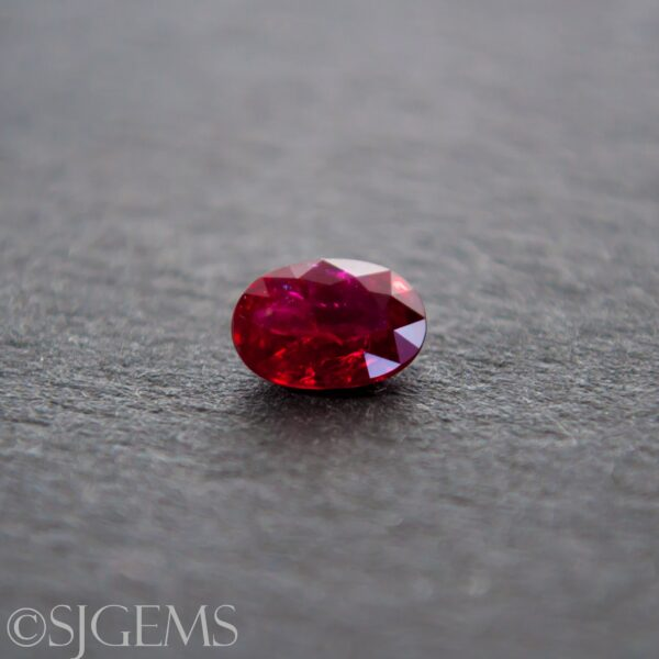 Ruby 0.83ct Oval